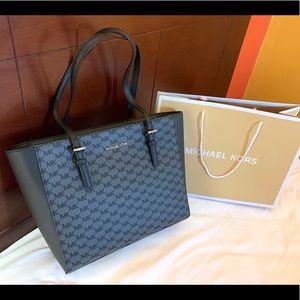 🛩Michael Kors Jet Set Travel Handbag Purse MK Bag